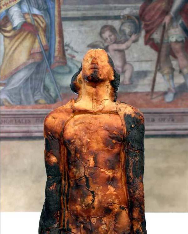 figurative bread sculpture